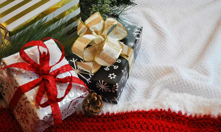how to make a Christmas budget wrapped gifts