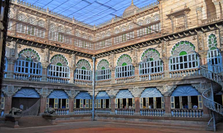 visit budget-friendly destinations in India like the Mysore Palace