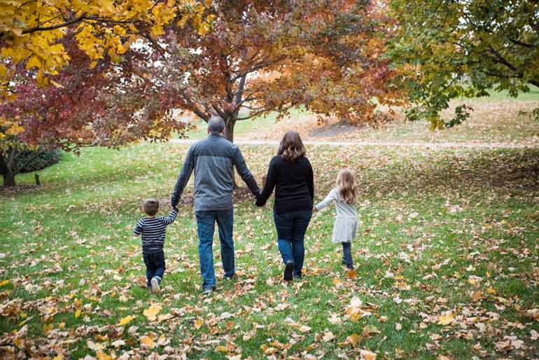 places to take family pictures in Omaha in the fall