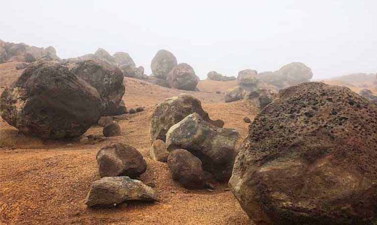 secluded vacation spots Lanai Hawaii rocks at garden of the gods