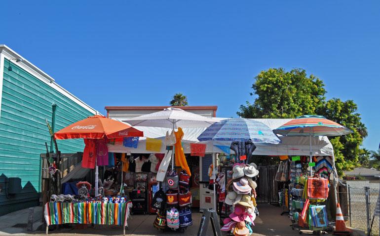 street vendors at Harney Street artisan market