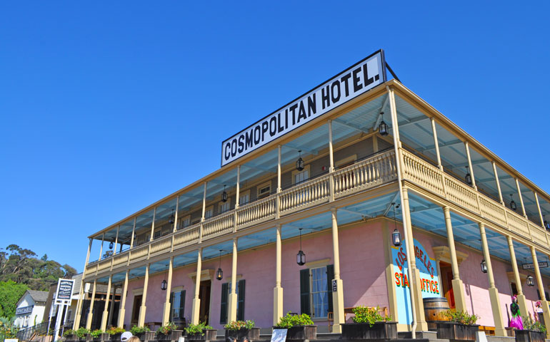 cosmopolitan hotel in old town classic building