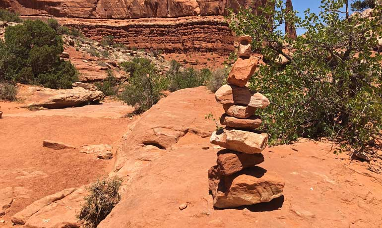 tips for hiking canyonlands - follow cairns