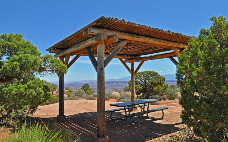 socially distance vacation ideas - picnic with a view