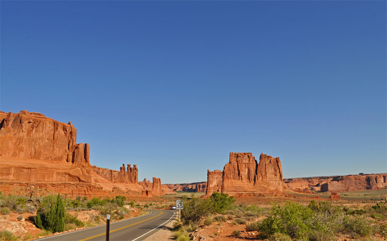 socially distanced vacation at arches national park