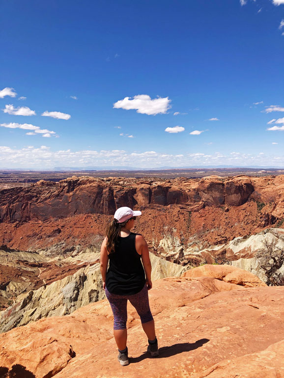 best hikes canyonlands upheaval dome view