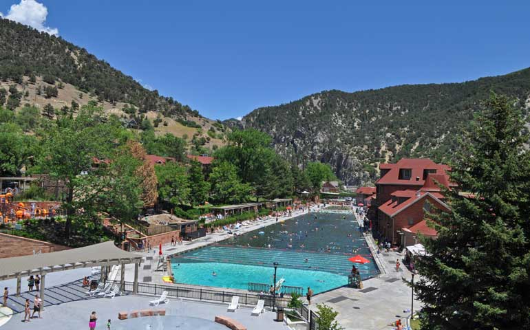 glenwood springs natural hot springs