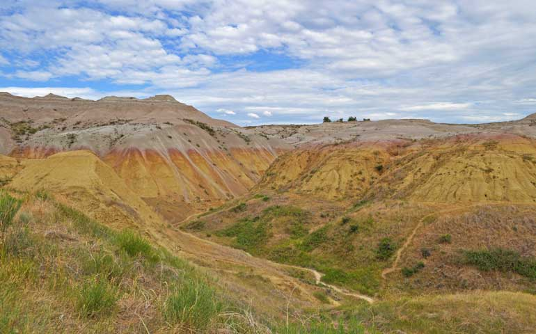 badlands yellow mounds trail