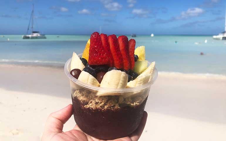 açaí bowl on the beach in Aruba