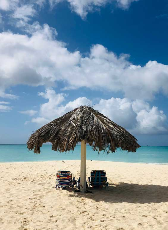 how to visit Aruba on a budget