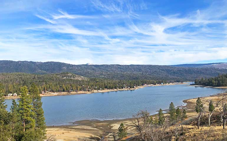 easy hikes in the usa bass lake California