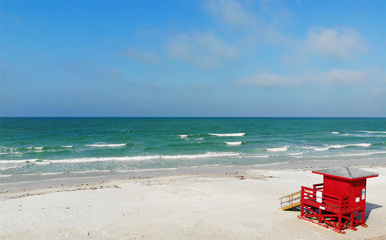 gulf coast beaches turquoise water with lifeguard shack