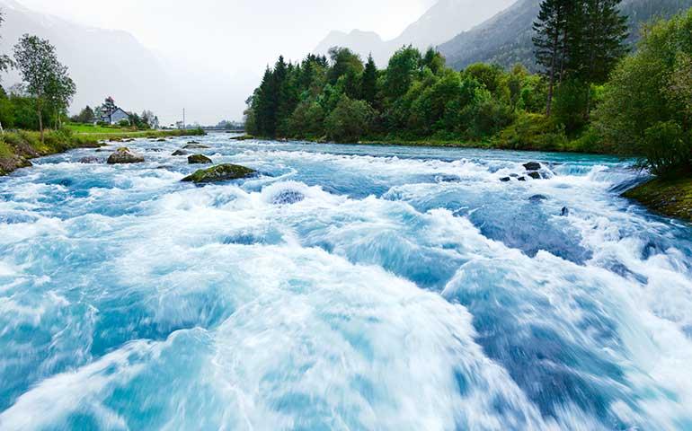 white water rafting near glacier np
