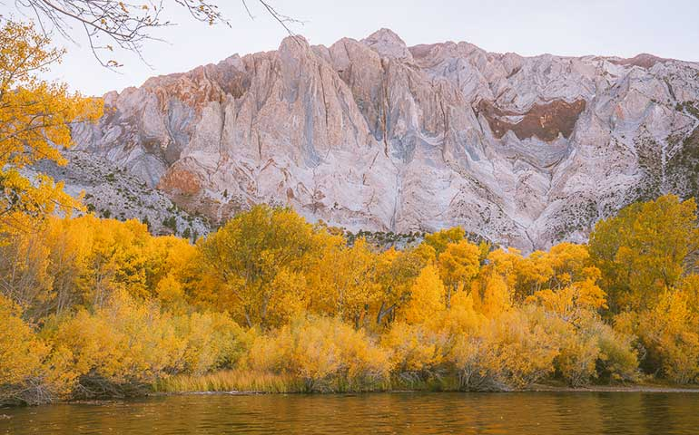 best places to visit in October in USA - mammoth lakes california