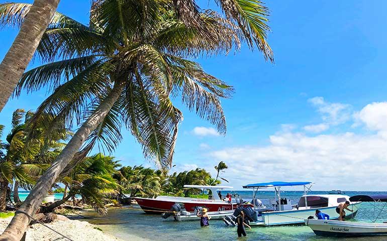 Laughing Bird Caye snorkeling tours