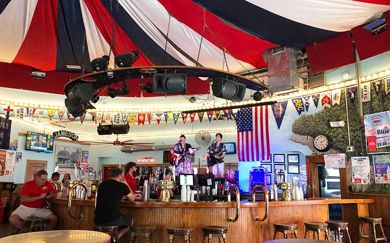 downtown bars put in bay Lake Erie vacations